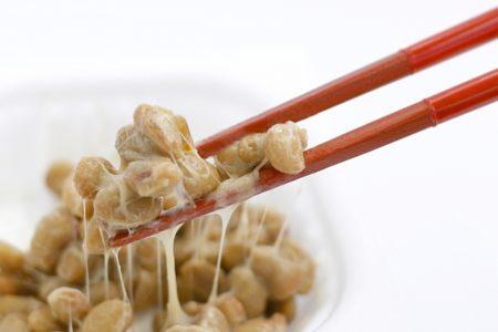 尿酸値が高い!下げる為の「3つの食べ物」と「3つの食事療法」_納豆