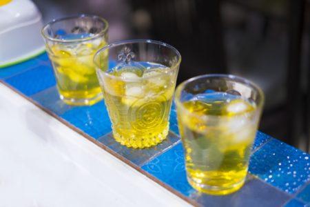 尿酸値を下げるには?2つの飲み物コーヒー牛乳とお茶(緑茶)比較_お茶(緑茶)アイス