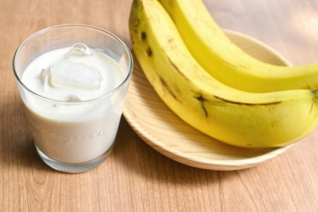 尿酸値を下げるには_バナナ_牛乳